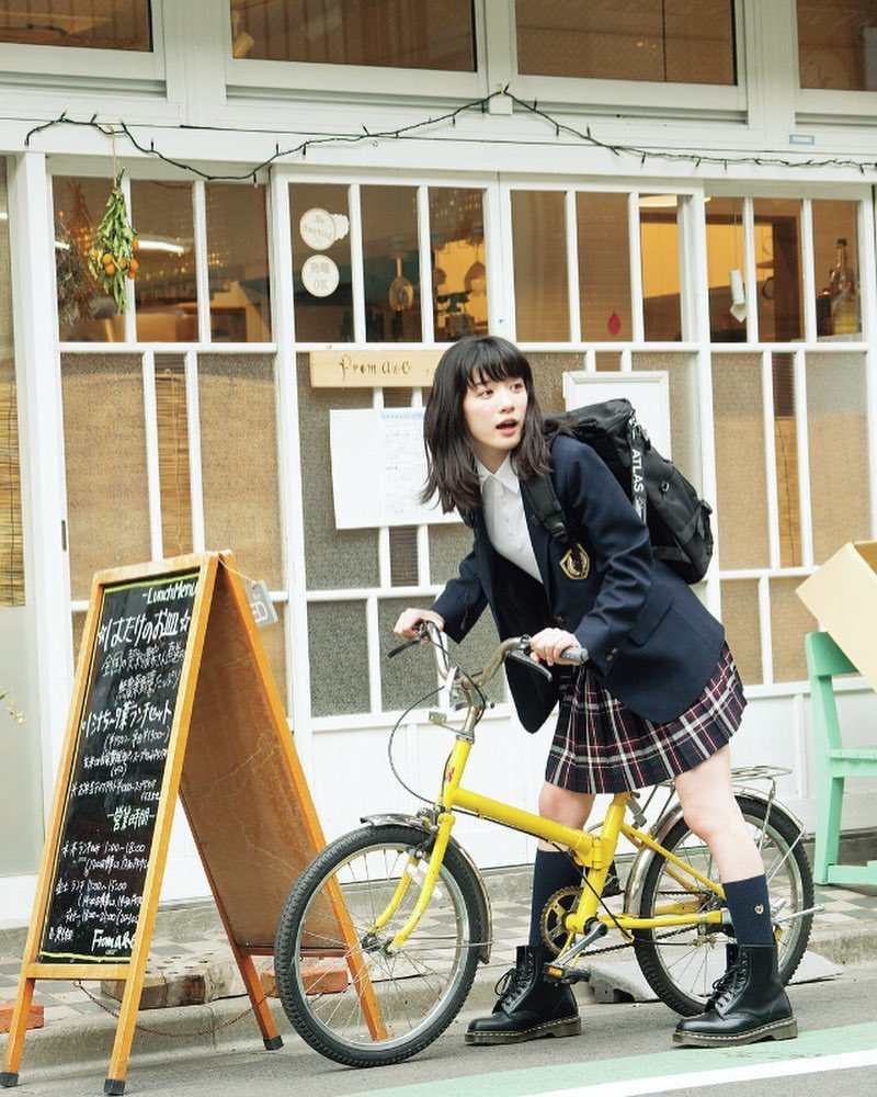 自転車と永野芽郁