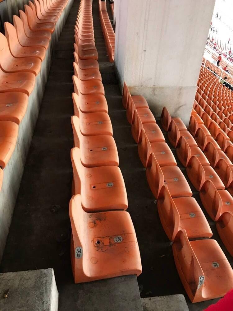 シーズンチケットを人から借りた結果wwwめちゃくちゃ見晴らしのいい席だったwww