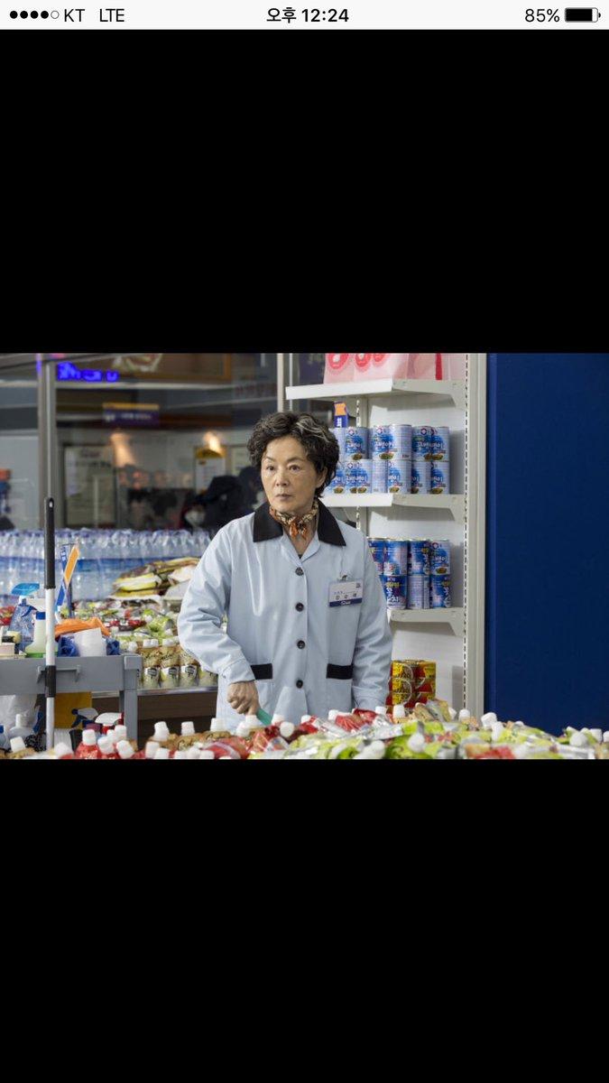 정말 아름다우셨던, 명배우 김영애 선생님의 명복을 빕니다. 함께 영화할 수있어서 참으로 영광이었습니다. https://t.co/a4IgJxEsYE
