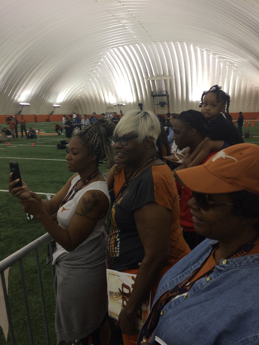 Former UT RB D'Onta Foreman's family watching him on UT pro day. #hook...