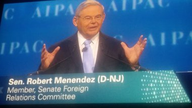 ( http:// NJ.com  &nbsp;  ) #Menendez decries &#39;white nationalist dog whistles&#39; are being blown from #Trump..  https://www. inusanews.com/article/358410 1701/menendez-trump-white-house-decries-nationalist-whistles &nbsp; … <br>http://pic.twitter.com/CxwqQVk7e9