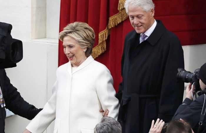 #Trump appelle à #enquêter sur les liens entre Hillary #Clinton et la #Russie  http:// fr.azvision.az/news/37922/tru mp-appelle-%C3%A0-enqu%C3%AAter-sur-les-liens-entre-hillary-clinton-et-la-russie.html#.WNpEZx7XwVk.twitter &nbsp; …  #EtatsUnis #USA #socialmedia #hrw<br>http://pic.twitter.com/CU2Vpoj4nn