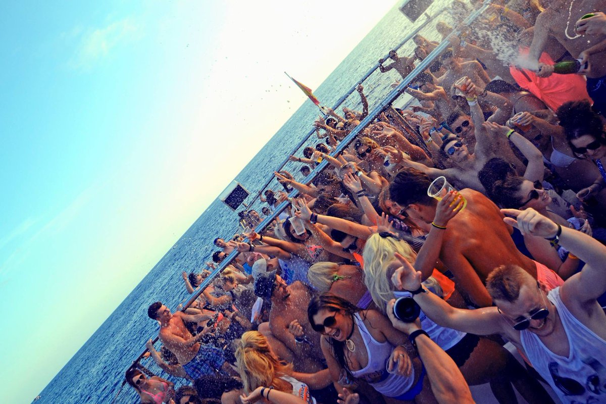 Who wishes they were here? #Magaluf <br>http://pic.twitter.com/bb2WhoDlBh
