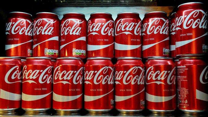 Scandalo Coca-Cola: feci umane nelle lattine