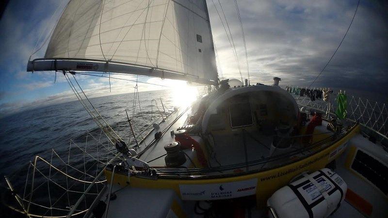 Interesting read on @LisaBlairSails navigating around icebergs using a sea temperature alarm  https:// lisablairsailstheworld.com/blog/2017/3/28 /five-icebergs-not-so-far-away &nbsp; …  #climateaction <br>http://pic.twitter.com/9nACa6Iciu