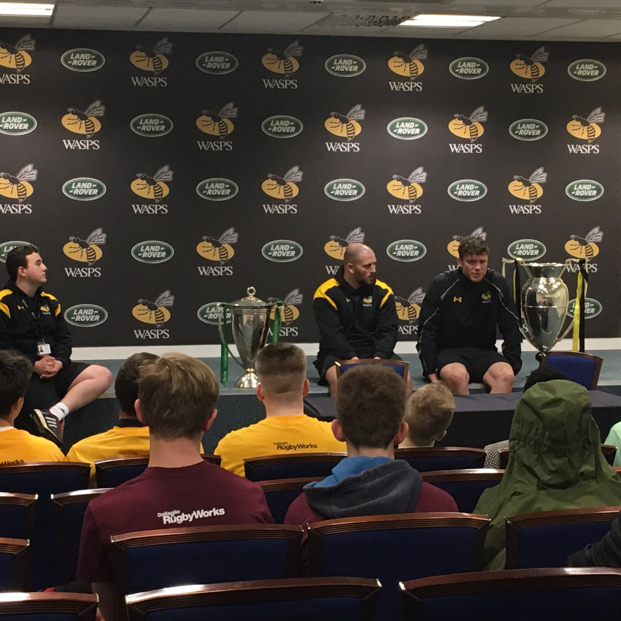 Young people from #DallaglioRugbyWorks asking @WaspsRugby players questions about their career choices. https://t.co/f2XT10lOxy