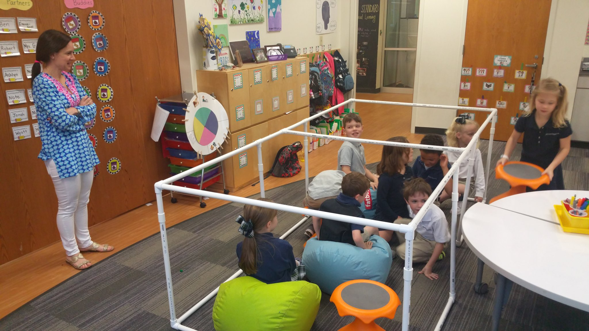 """Our whole class can fit in here!"" #kidquote @gutterymustangs Ks check the placement of their comfy, cozy nook #MakerEd #elemaker #MVPSchool https://t.co/TY2kzz6Hdf"