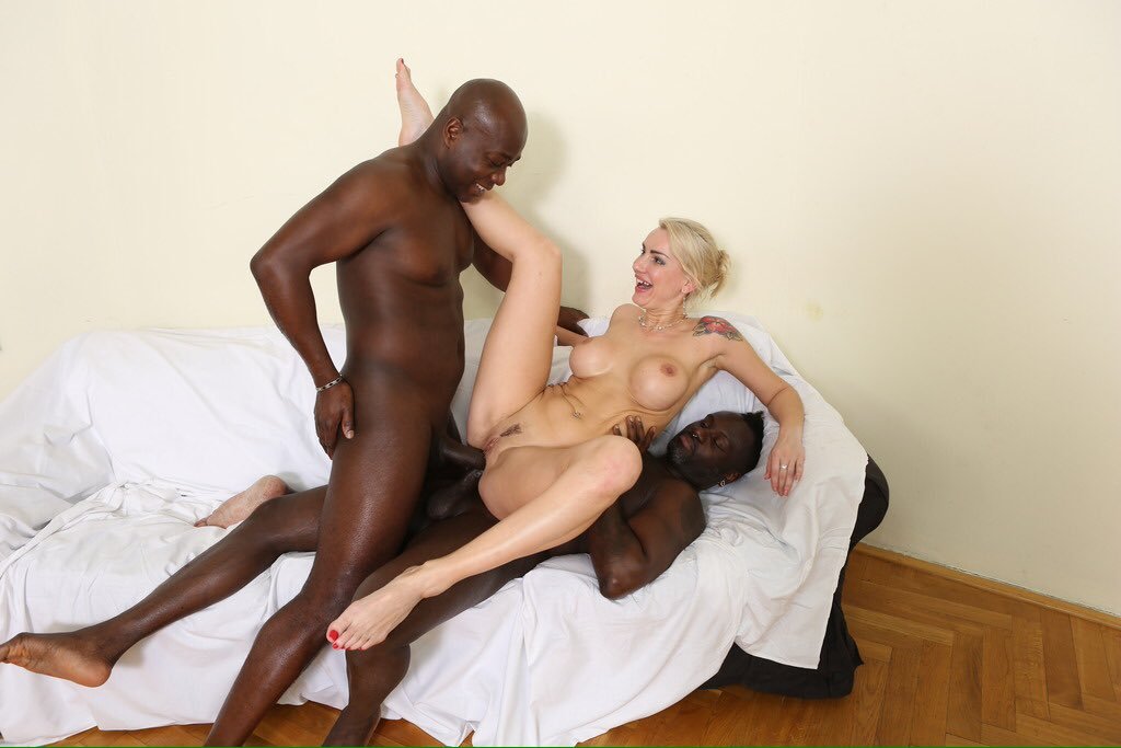 Kinky blonde likes to ride and suck