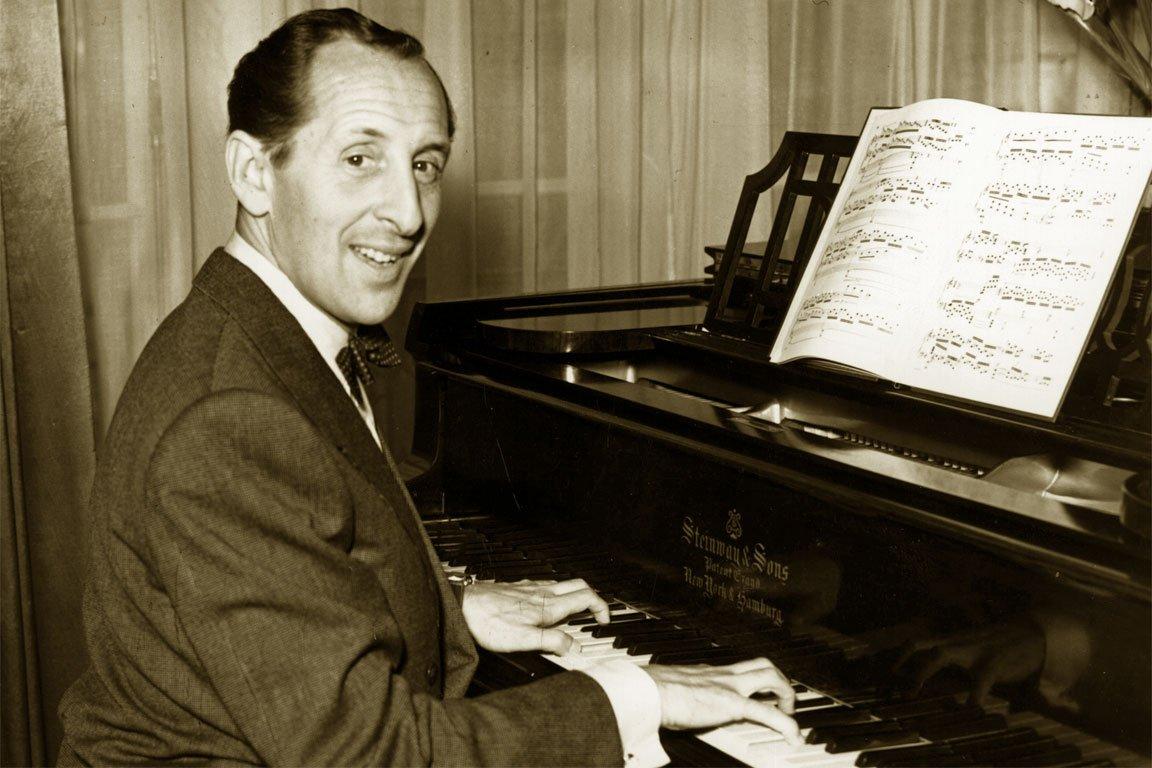 Vladimir #HOROWITZ plays #SCHUBERT, &quot;IMPROMPTU&quot; n°3 #music #art #piano #twitart #arttwit #classical #classicalmusic  https://www. youtube.com/watch?v=FxhbAG wEYGQ &nbsp; … <br>http://pic.twitter.com/J4o93fPRsS