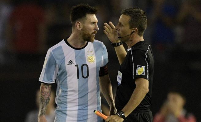 Resultado de imagem para Messi pega quatro jogos de suspensão