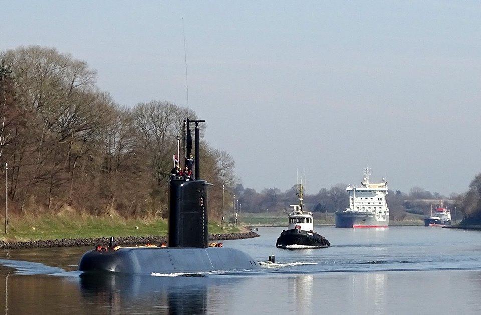 غداً ... رفع العلم المصري علي الغواصة Type 209/1400  وإعلان انضمامها للقوات البحرية المصرية  C8AzMD_W0AAhL1v