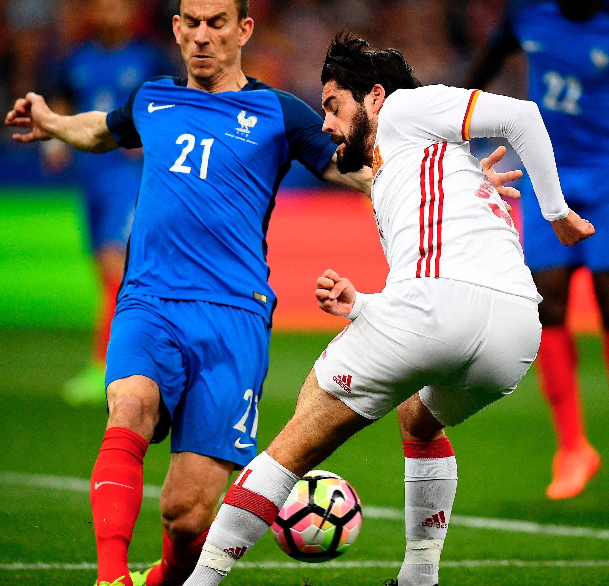 الحكم يحتب هدف للاسبانيا في مرمى فرنسا بعد العودة للاعادة التلفزيونية