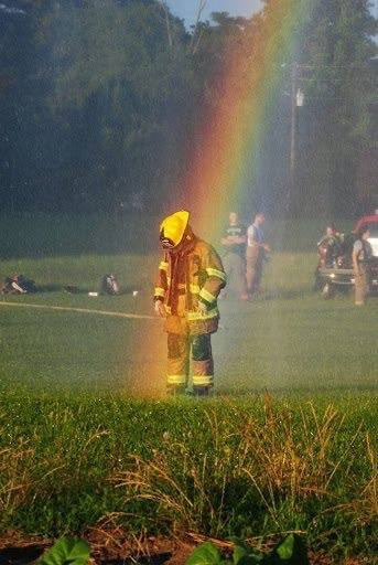 And may God Bless the first responders, everywhere. @denisleary @LearyFF @NerdistMom #EverydayHeroes #FirstResponders <br>http://pic.twitter.com/a3QpynADsr