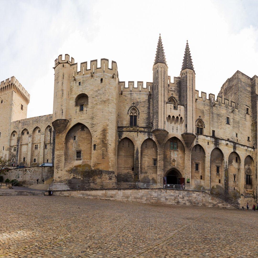 Palace de Papes, Avignon. Rhone river #france #river #life <br>http://pic.twitter.com/1seXYz8aif
