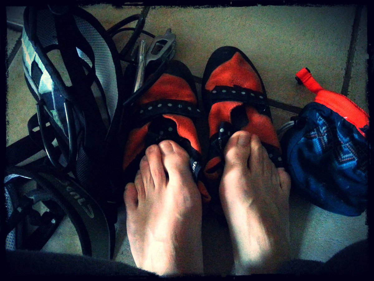 Après 4 mois d&#39;absence... Je remet les chaussons ! #climbing #petzl #passion #escalade #loisirs #life #Bretagne #pontrieux<br>http://pic.twitter.com/kidW2Pt5VD