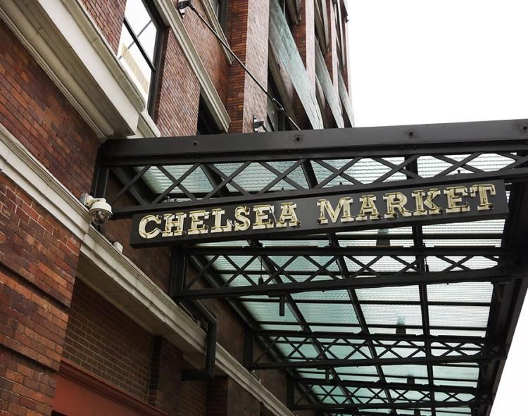 Fire on the roof of Chelsea Market prompts evacuation https://t.co/unA...