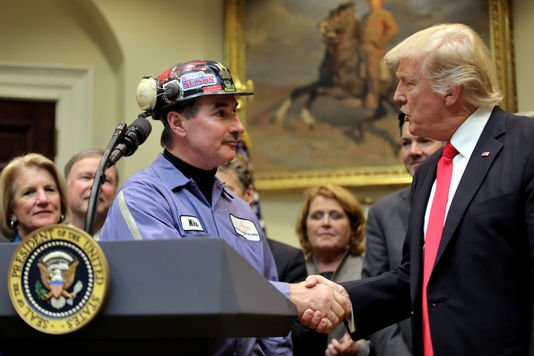 Trump veut mettre la hâche dans les mesures d'Obama sur l'environnement et le #climat. Annonce prévue auj. à 14hET!   http://www. lemonde.fr/ameriques/arti cle/2017/03/28/environnement-les-projets-contraries-de-trump_5102125_3222.html &nbsp; … <br>http://pic.twitter.com/FIyGSnHO7e
