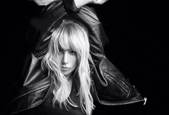 Lady Gaga se hizo un radical cambio de look  ¡Se ve guapísima! >>(+VIDEOS)