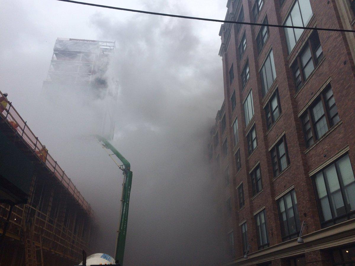 #NewYork&quot;#EtatsUnis: Énorme incendie au Chelsea Market à New York en ce moment.&quot; #Incendie #BREAKING #BreakingNews #alerteinfo<br>http://pic.twitter.com/4ZcOfBXQLN