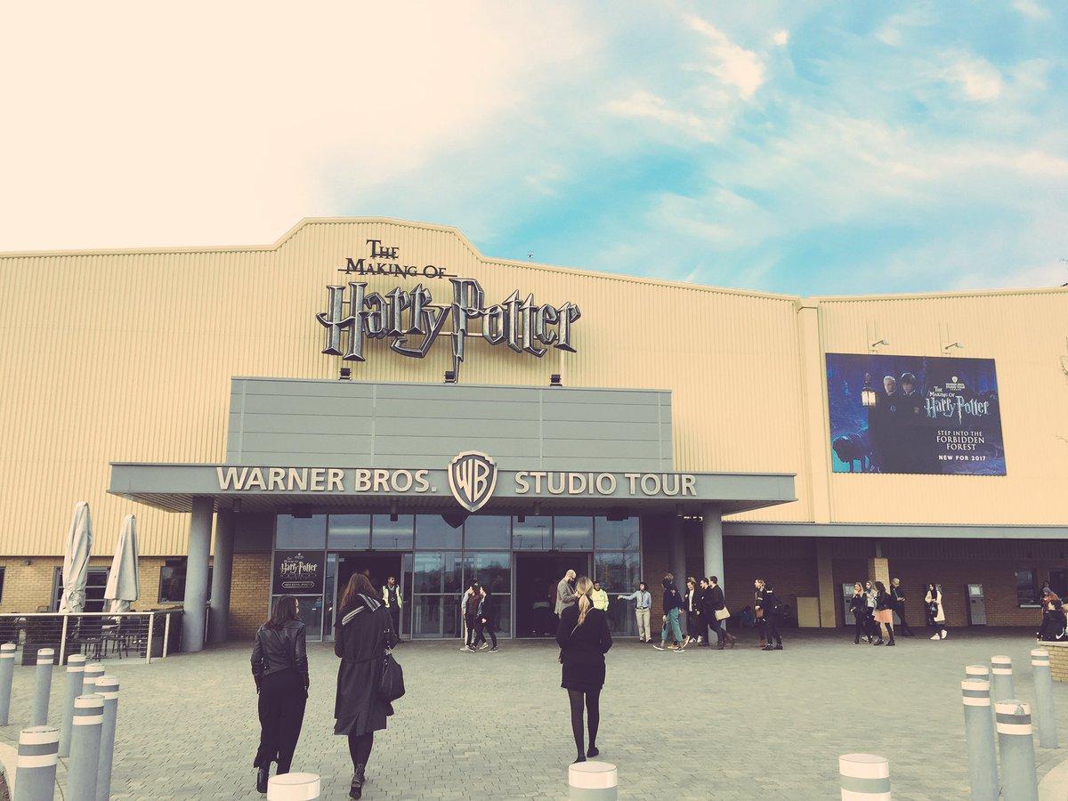 Nous sommes aux Warners Bros. Studios pour la nouvelle extension du pa...