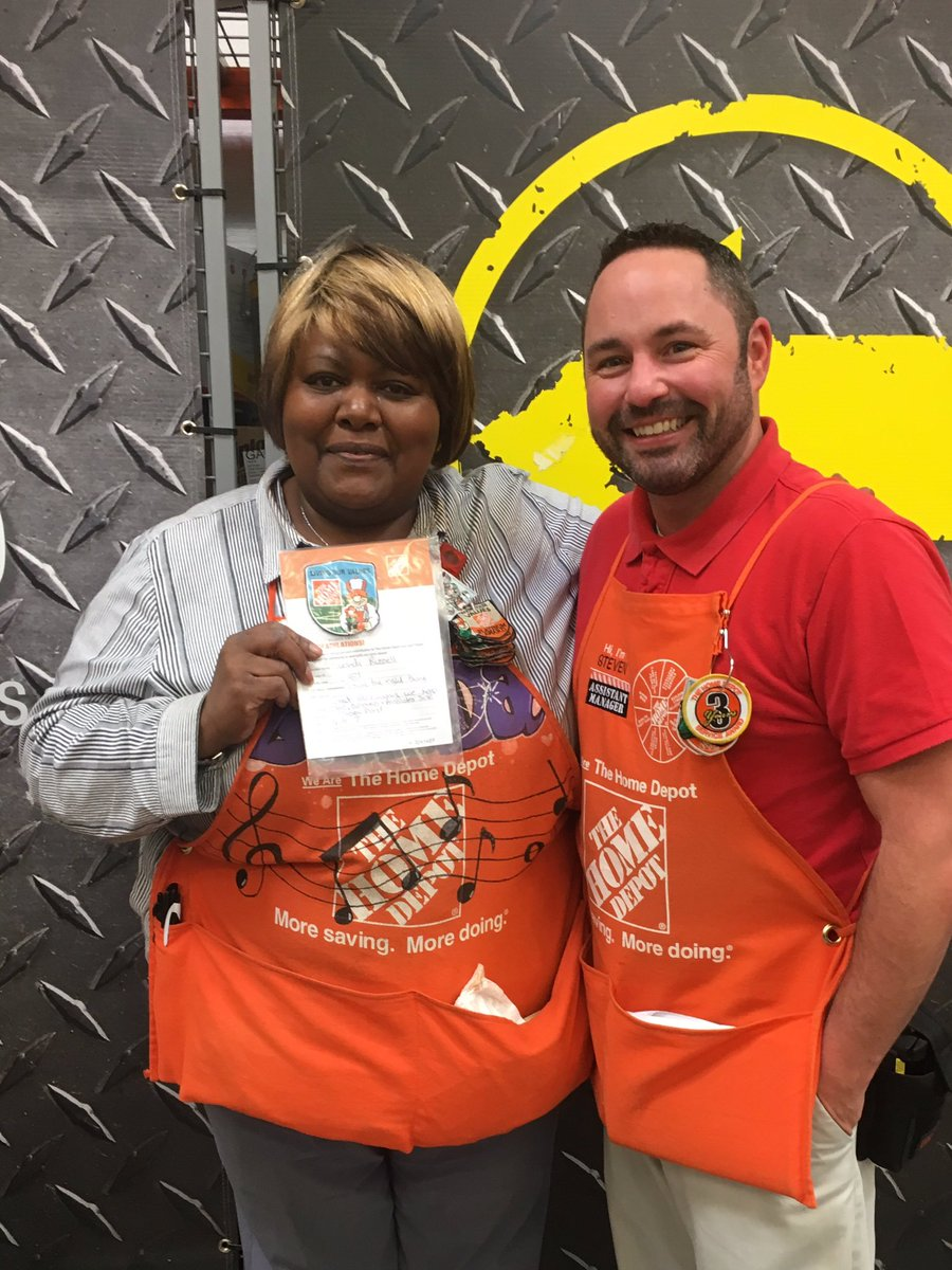 Lucinda doing a great job keeping our store, customers and associates safe!!  #TheHoov #SafetyFirst <br>http://pic.twitter.com/irzkF1jbtg