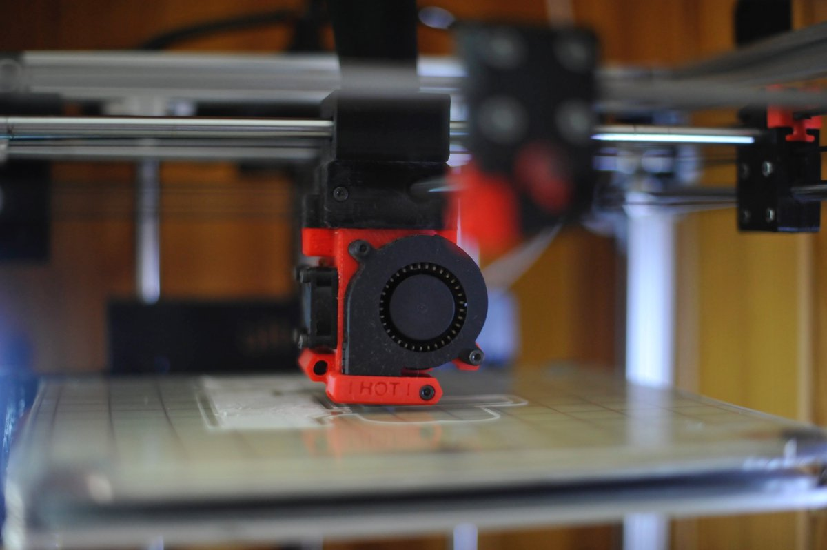 Whens an #UltimakerClone not an Ultimaker Clone? When its a #Prusa sort of. ...