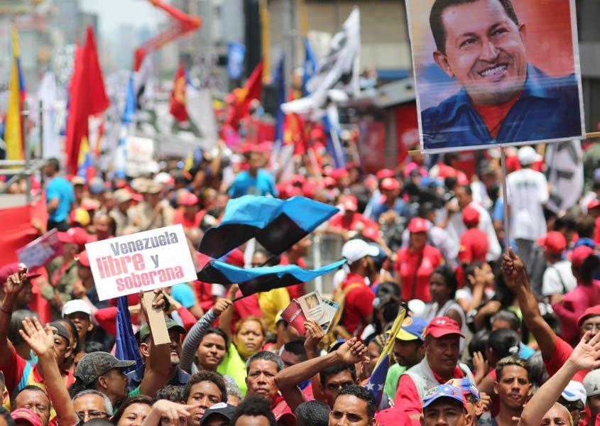 ¡Los Bolivarianos queremos #PAZ, y sólo podemos tener paz si somos soberanos! #VZLASoberanaSeRespeta<br>http://pic.twitter.com/GboTqmwTpV