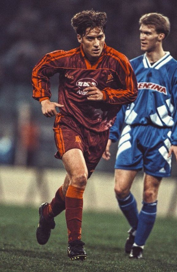 @Totti il y a 24ans... #foot #NetherlandsItaly #italy <br>http://pic.twitter.com/zmHqFbzaVm