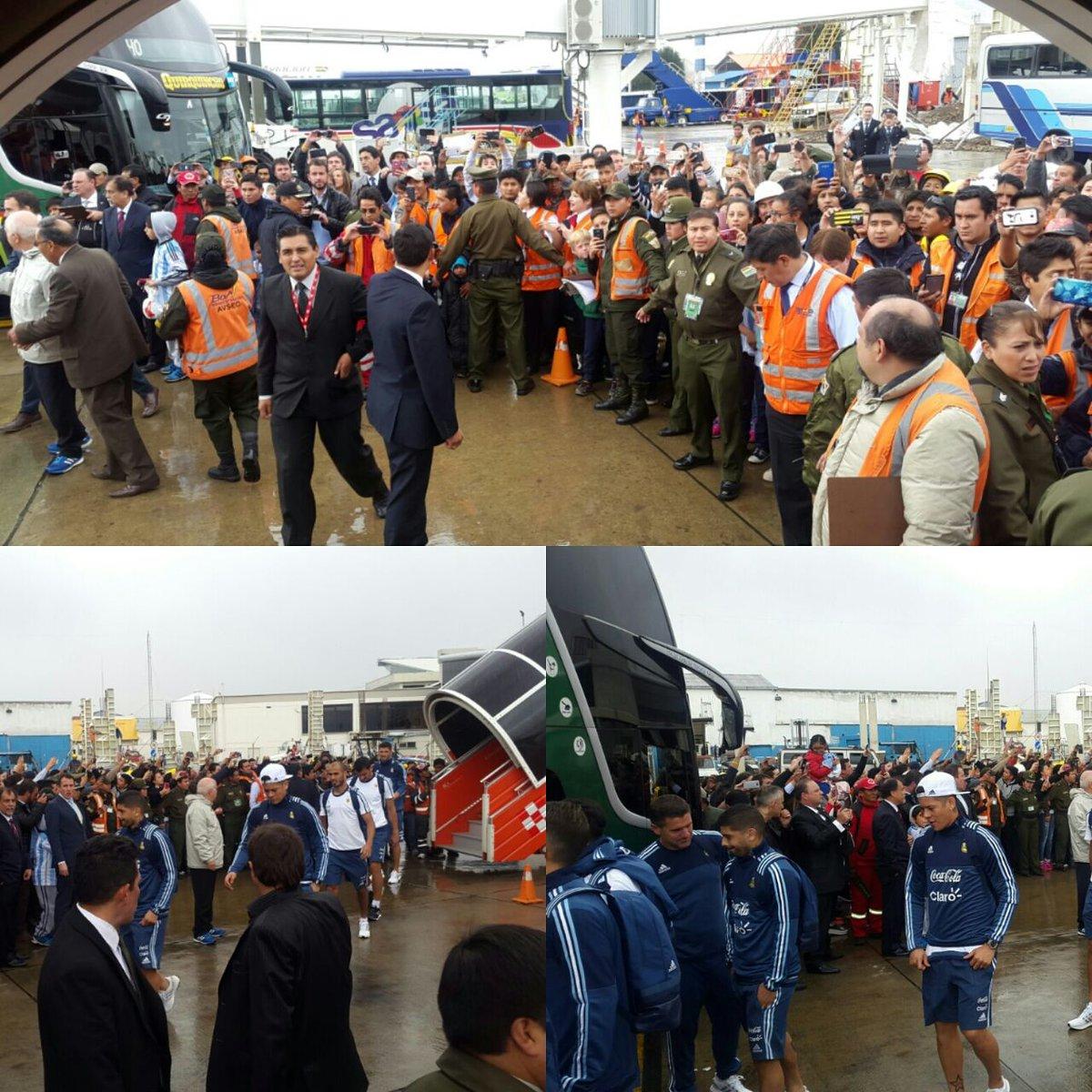 #VamosArgentina ¡La Selección ya está en La Paz! El equipo de Bauza at...