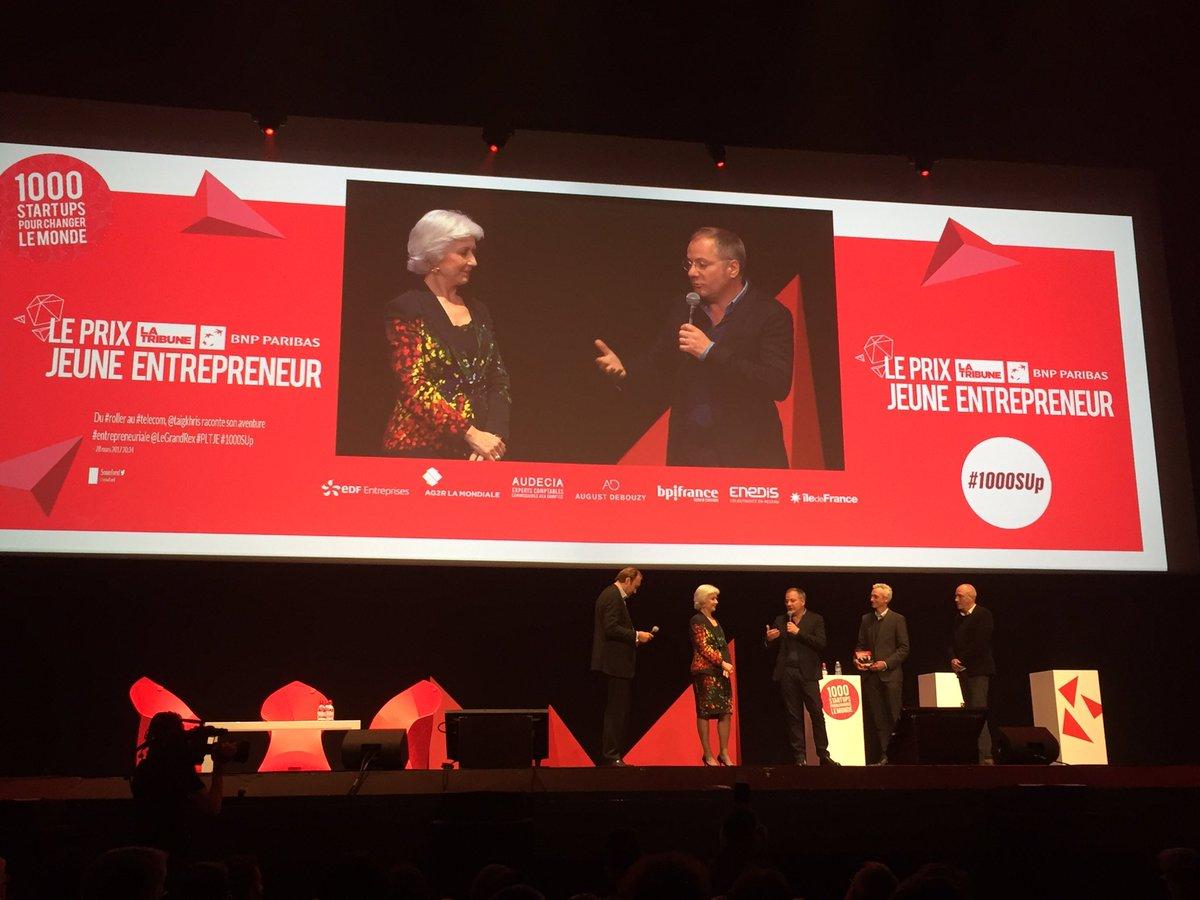 Prix #Entrepreneur de l&#39;année @DEVIALET #son exceptionnel #émotions remis par @mccapobianco #1000SUp @LaTribune Une 1er levée grâce au <br>http://pic.twitter.com/W0UUcgGNNk