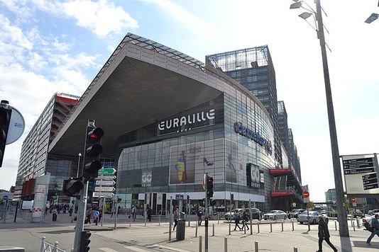 Déclin des hypermarchés, essor des commerces dans les gares : nouvelle dynamique  http://www. lemonde.fr/smart-cities/a rticle/2017/03/26/declin-des-hypermarches-et-essor-des-commerces-dans-les-gares-pour-une-nouvelle-dynamique_5101097_4811534.html &nbsp; …  via @schelcher #retail #commerce <br>http://pic.twitter.com/oAPE25tLbX