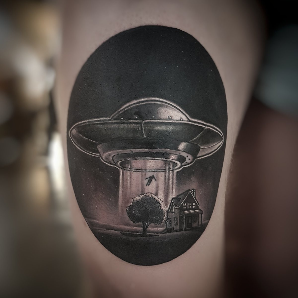 Fun alien spaceship cover up done on tonight's #tattoofixers https://t...
