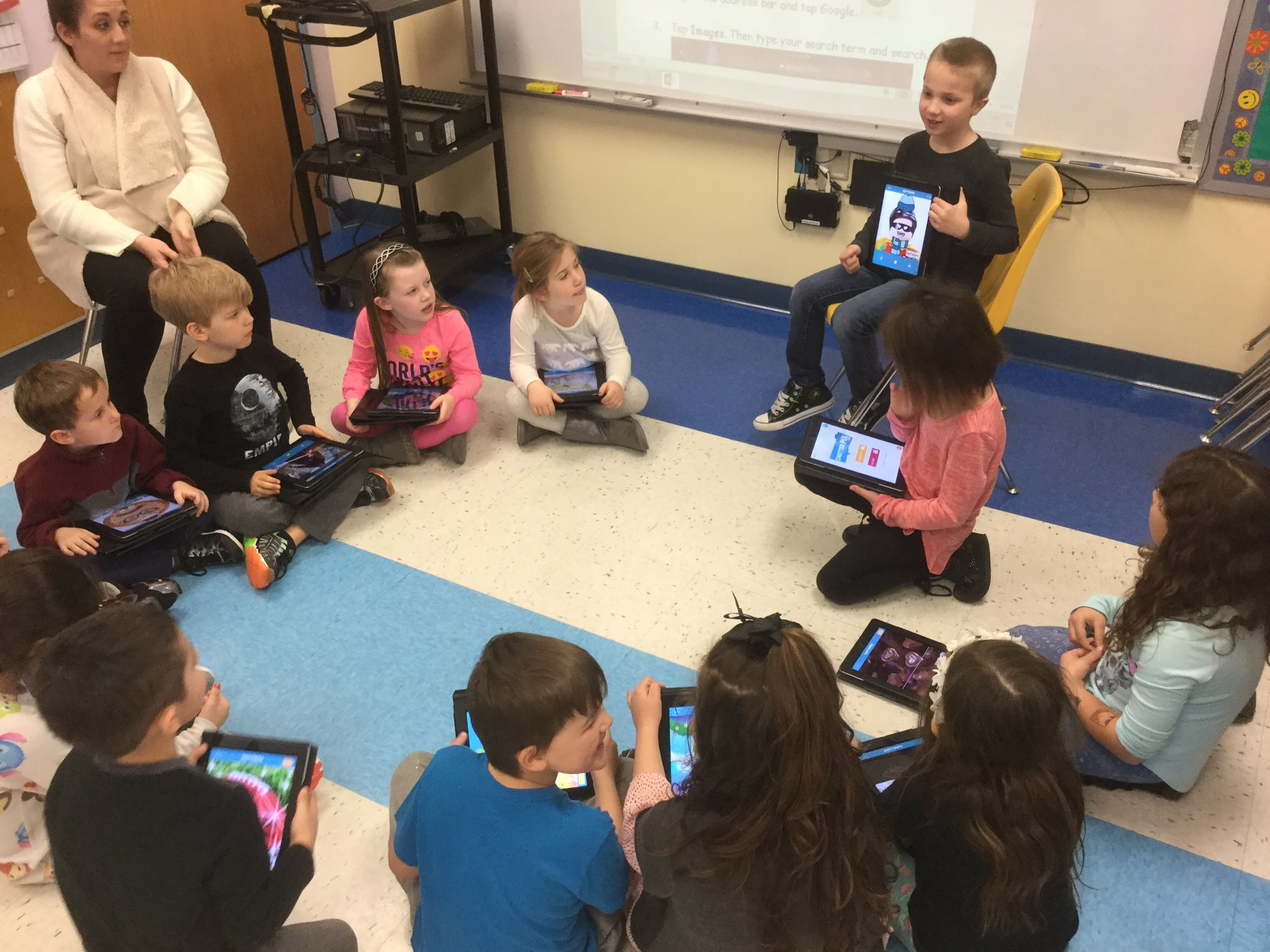 Creators in @jsindel41 Gr 1 class learning about dialogue as they proudly share their @ChatterPixIt multimedia creations! #WeArePlainedge https://t.co/P4pvu8veJa