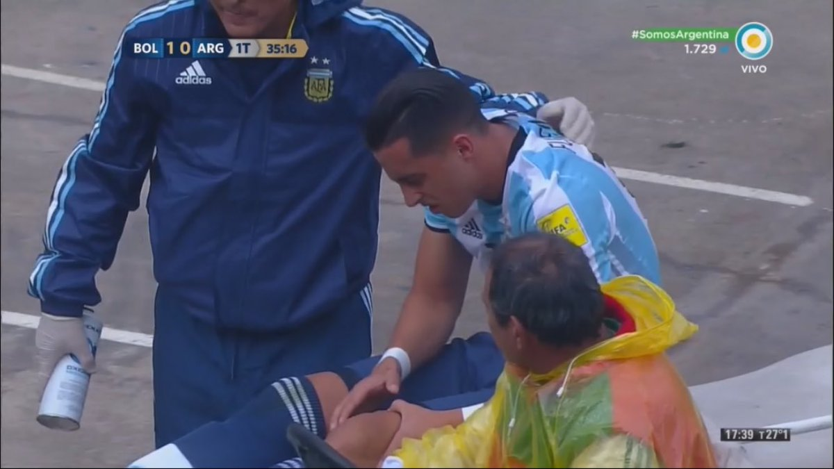 Ramiro Funes Mori on a stretcher holding his knee. https://t.co/FpiNKu...