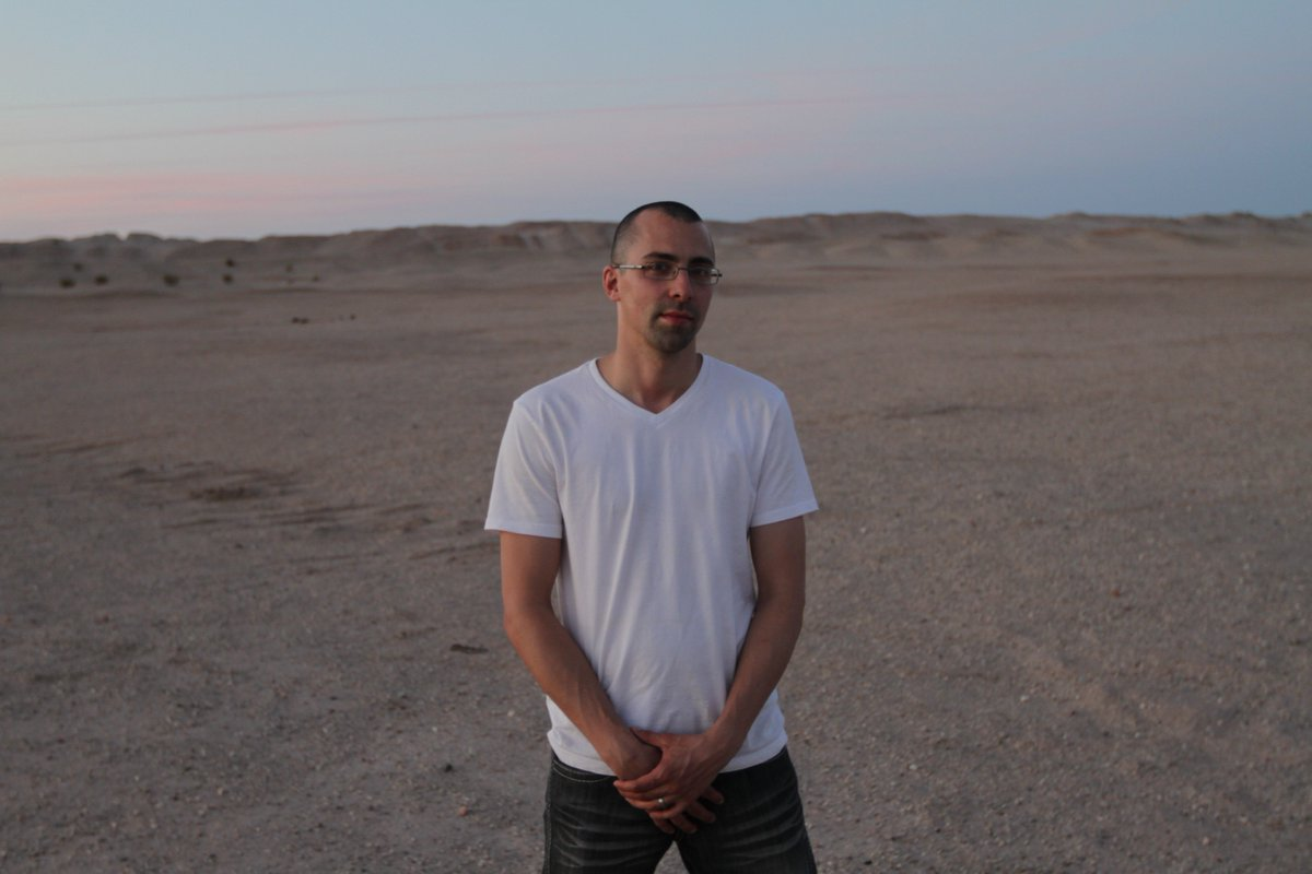 #Onset of #MINDCRAFT #desert shoot, @mattcerf waits for his #psyop #filming to begin.  #BehindtheScenes #indiefilm #edm #sunset #love #cure<br>http://pic.twitter.com/jmRJD6WaDG