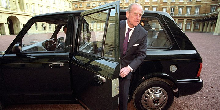 Prince Philip hands over the keys to his secret London cab https://t.c...