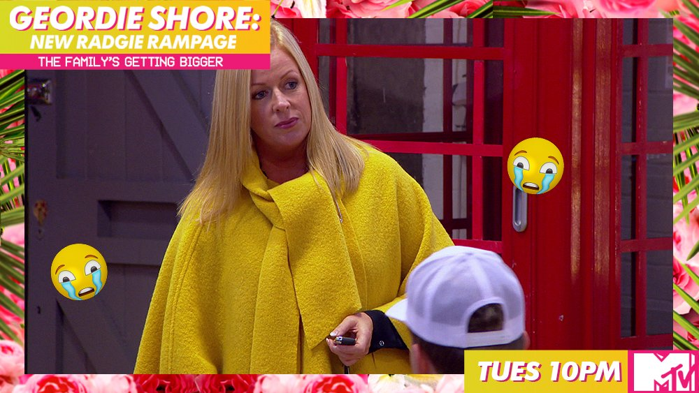 Anna needs more workers?!?! This is intense. #GeordieShore https://t.c...