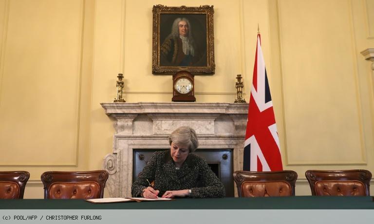 Royaume-Uni: Theresa May a signé la lettre qui va déclencher le Brexit https://t.co/mC2h5e5Gr1