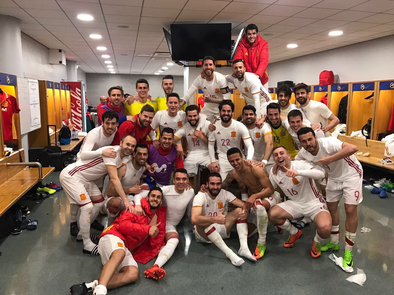 Grande Equipo!! �������� https://t.co/IAs5US6v09