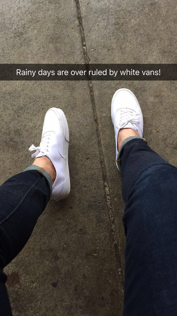 White vans are always a good idea! #vans <br>http://pic.twitter.com/htdK901OBF