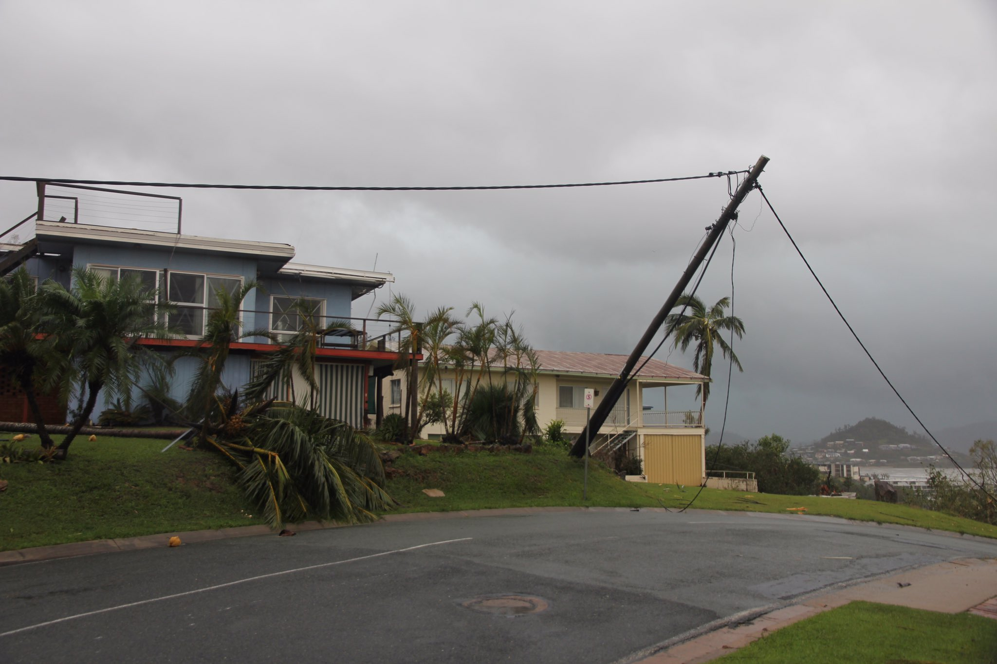 Thumbnail for Queensland cleans up after Cyclone Debbie