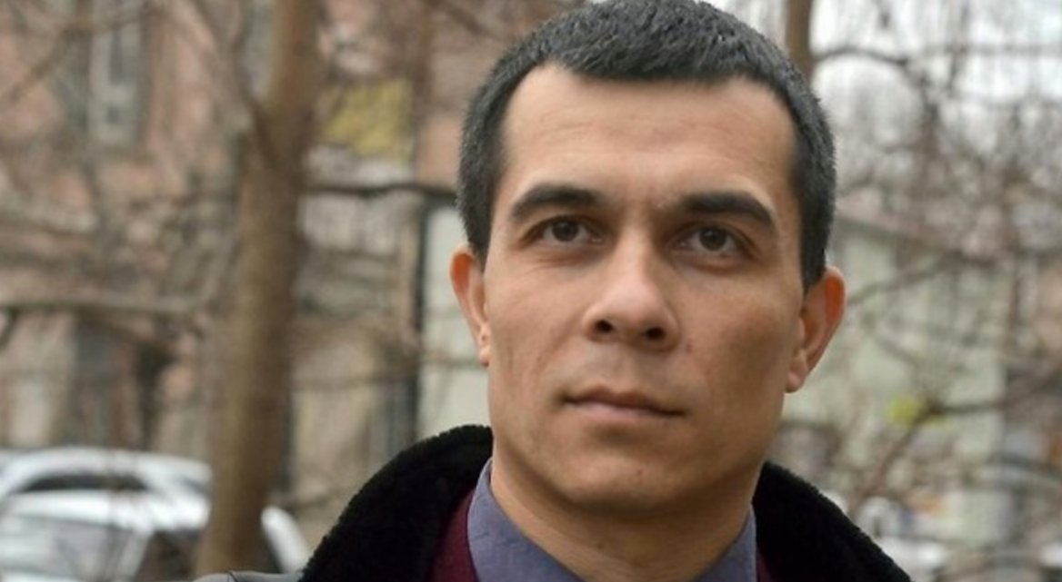 New attack on #CrimeanTatar #humanrights lawyer defending political prisoners in #Russia occupied #Crimea   http:// khpg.org/en/index.php?i d=1490737304 &nbsp; …   #ukraine<br>http://pic.twitter.com/tUfufd4Mxg