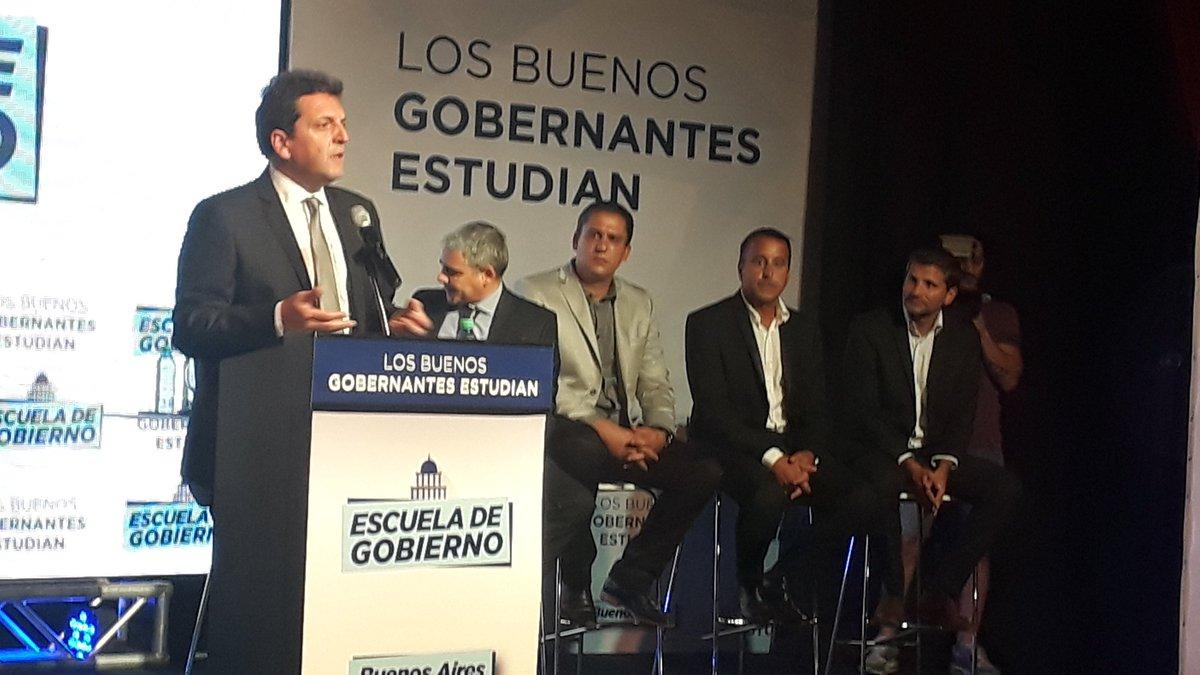 #Ahora junto a @SergioMassa lanzamos la Escuela de Gobierno del #FrenteRenovador en #MardelPlata para capacitar al mejor equipo de gestión.<br>http://pic.twitter.com/q7JoLnugan