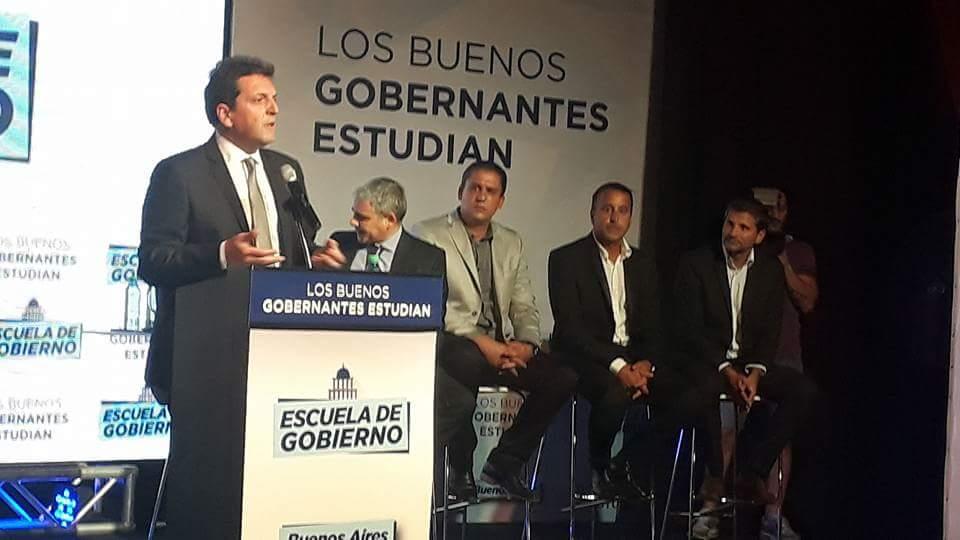 #FrenteRenovador #Mardelplata Escuela de gobierno!<br>http://pic.twitter.com/qvPUUHWfM3