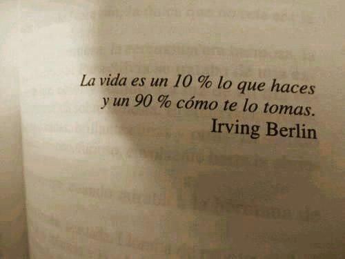 &quot;La vida es un 10% lo que haces y un 90% cómo te lo tomas&quot;. #caféparaleer #libros #lectura #frases #irvingberlin<br>http://pic.twitter.com/kEMQ6SEl9J