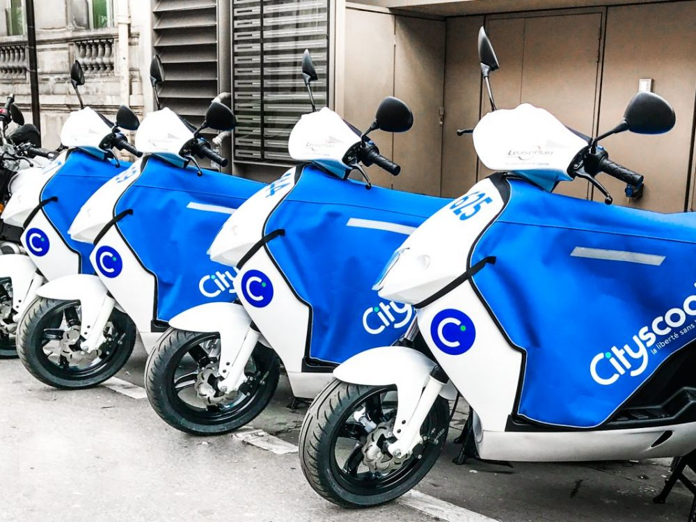 .@CityscootPARIS #Scooter autonome &amp; connecté #Smart #FreeFloating  Les brigades #Loopers remplacent les batteries!  http:// ow.ly/ziTD30alNQY  &nbsp;   <br>http://pic.twitter.com/3dn38Dnbvn