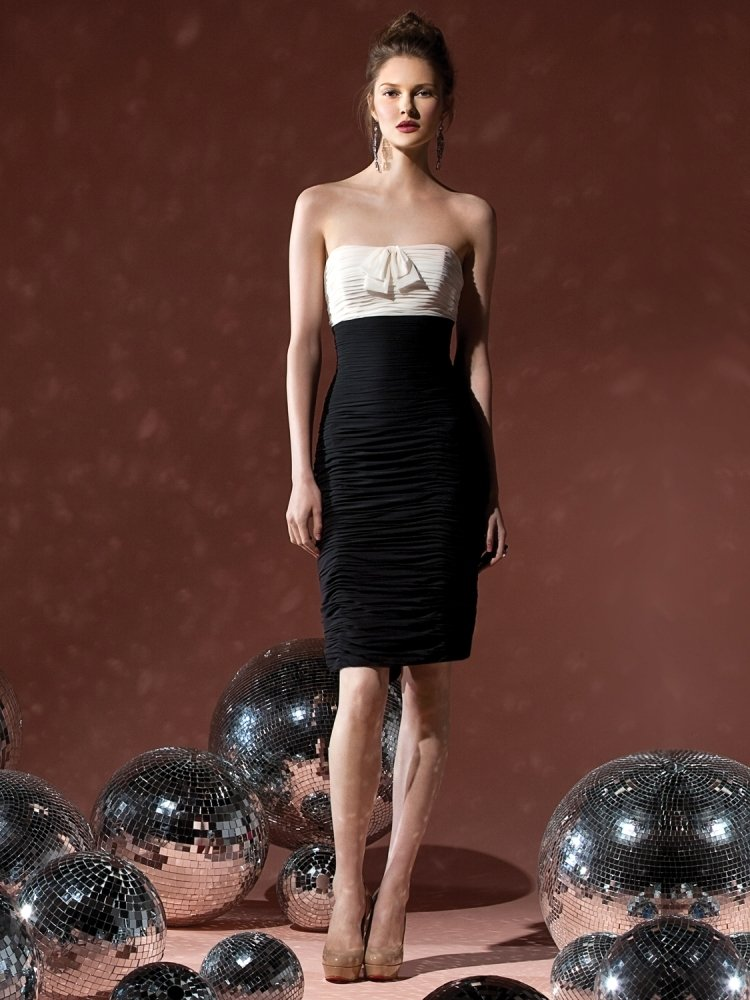 Sparkle on New Year's Eve with a Glamorous #eveninggown -  http:// bit.ly/1NblzHE  &nbsp;   #evening #newyear <br>http://pic.twitter.com/0vNQiuE9On