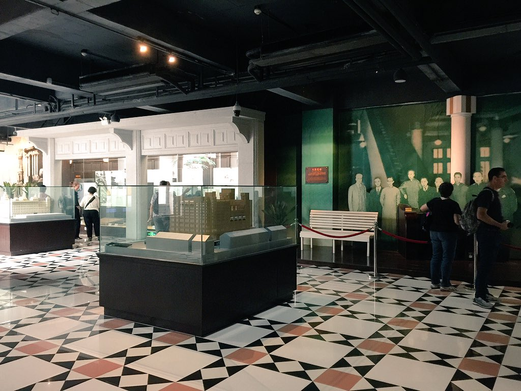Exploring the Xiangshan Commercial Culture Museum in Zhongshan. Top floor devoted to 'Big 4' Australian stores in Shanghai & HK. #cahht17 https://t.co/1j1u6Ky4pA