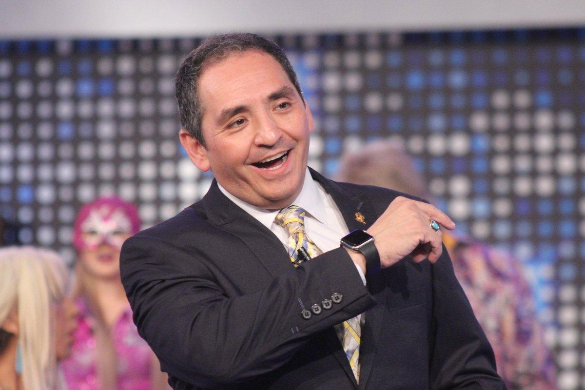 Encuentra los momentos más divertidos de @ErnestoChavana en #EsShow aq...