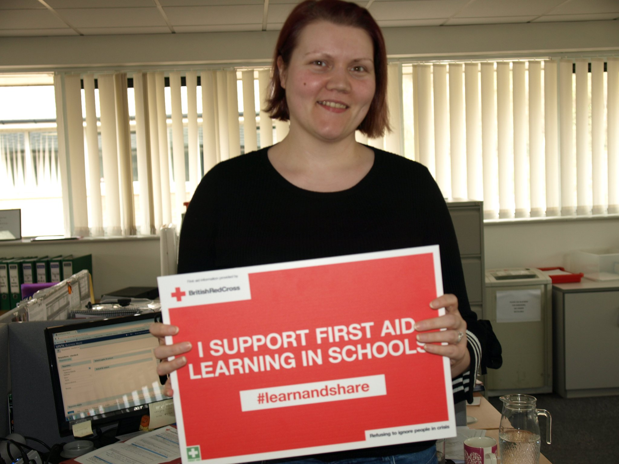 Kate Edwards supports first aid learning in schools in Wales. #lifesavingskills are essential so  #learnandshare with @RedCrossWales https://t.co/KzbNzpf8Kz